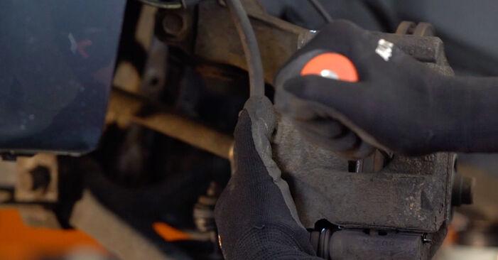 Wie schwer ist es, selbst zu reparieren: Bremsscheiben Toyota Aygo ab1 1 2011 Tausch - Downloaden Sie sich illustrierte Anleitungen
