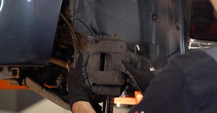 Wie lange benötigt das Auswechseln der Teile: Bremsbeläge beim Toyota Aygo ab1 2013 - Detailliertes PDF-Tutorial