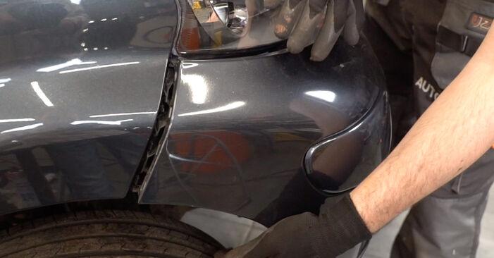Cómo cambiar Faro Principal en un Toyota Aygo ab1 2005 - Manuales en PDF y en video gratuitos