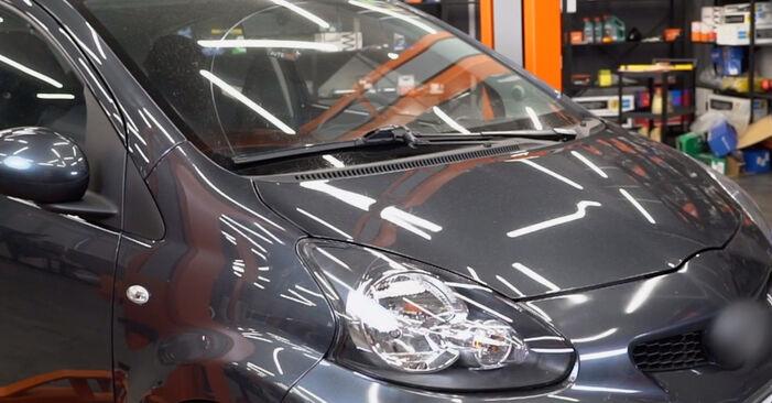 Hauptscheinwerfer Ihres Toyota Aygo ab1 1.0 GPL (KGB10_) 2013 selbst Wechsel - Gratis Tutorial