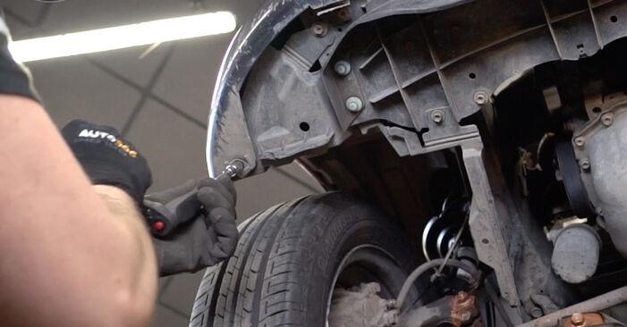 Sustitución de Faro Principal en un Toyota Aygo ab1 1.4 HDi 2007: manuales de taller gratuitos