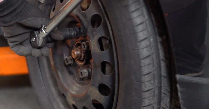 Wie schwer ist es, selbst zu reparieren: Keilrippenriemen Toyota Aygo AB1 1 2011 Tausch - Downloaden Sie sich illustrierte Anleitungen