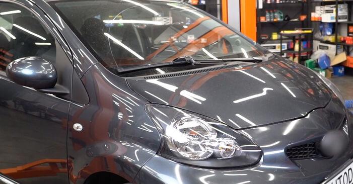 Keilrippenriemen Ihres Toyota Aygo AB1 1.0 GPL (KGB10_) 2013 selbst Wechsel - Gratis Tutorial