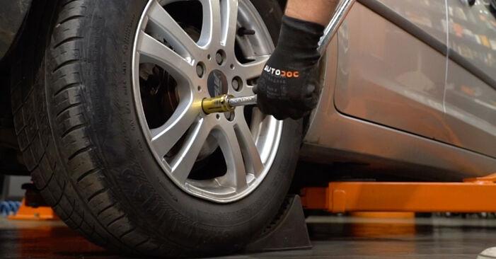 Wie schwer ist es, selbst zu reparieren: Radlager Ford Focus mk2 Limousine 1.4 2004 Tausch - Downloaden Sie sich illustrierte Anleitungen