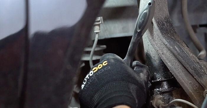 Svépomocná výměna Uložení Tlumičů na autě Honda Accord VIII CU 2018 2.0 i (CU1)