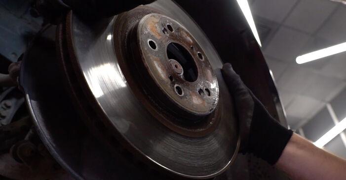Wie Bremsscheiben HONDA ACCORD VIII (CU) 2.2 i-DTEC (CU3) 2009 austauschen - Schrittweise Handbücher und Videoanleitungen