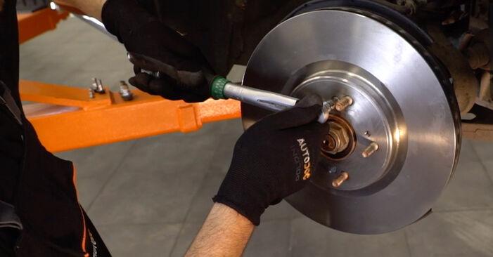Wie HONDA ACCORD 2.4 i 2012 Bremsscheiben ausbauen - Einfach zu verstehende Anleitungen online