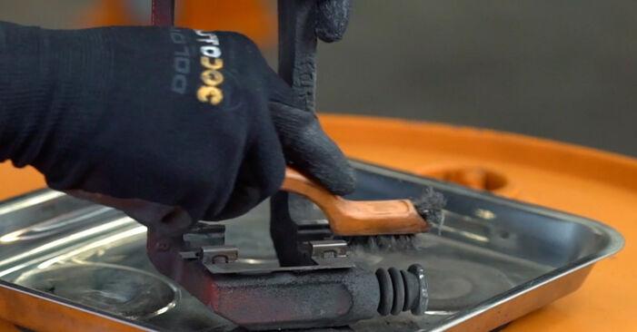 Wie schwer ist es, selbst zu reparieren: Bremsscheiben Honda Accord VIII CU 2.2 i-DTEC (CU3) 2014 Tausch - Downloaden Sie sich illustrierte Anleitungen