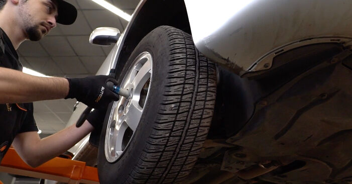 Jaké náročné to je, pokud to budete chtít udělat sami: Brzdovy kotouc výměna na autě Skoda Fabia 6y5 1.4 16V 2005 - stáhněte si ilustrovaný návod