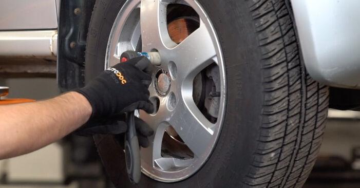 Wie SKODA FABIA 1.4 TDI 2003 Bremsschläuche ausbauen - Einfach zu verstehende Anleitungen online