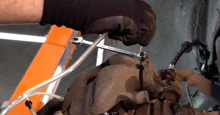 Wie schwer ist es, selbst zu reparieren: Bremsschläuche VW T4 Transporter 2.5 TDI 1996 Tausch - Downloaden Sie sich illustrierte Anleitungen