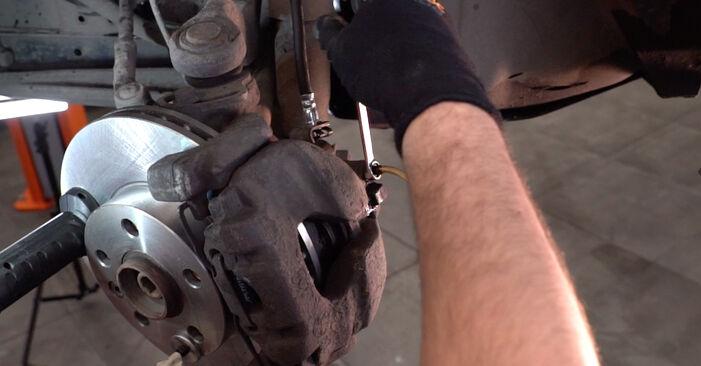 Wie lange braucht der Teilewechsel: Bremsschläuche am VW T4 Transporter 1998 - Einlässliche PDF-Wegleitung