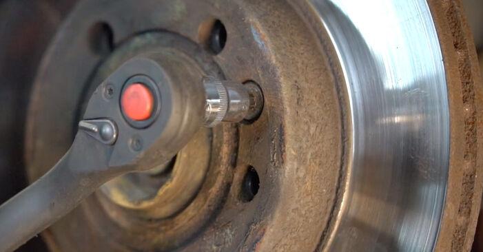 Wie Bremsscheiben VW Transporter IV Bus (70B, 70C, 7DB, 7DK, 70J, 70K, 7DC, 7DJ) 2.4 D 1991 austauschen - Schrittweise Handbücher und Videoanleitungen