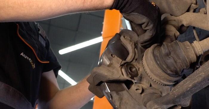 Bremsscheiben beim VW TRANSPORTER 2.4 D 1997 selber erneuern - DIY-Manual