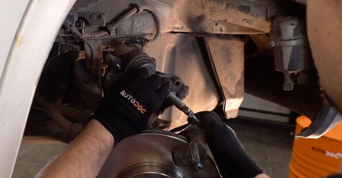 VW TRANSPORTER 2.5 Bremsscheiben ausbauen: Anweisungen und Video-Tutorials online