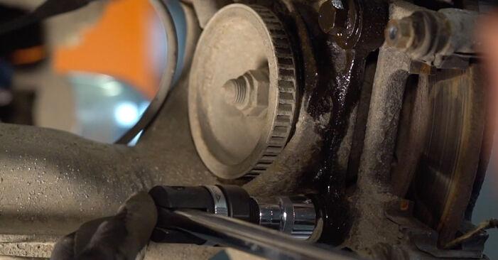 Comment changer Disques De Frein sur VW Transporter IV Minibus (70B, 70C, 7DB, 7DK, 70J, 70K, 7DC, 7DJ) 2002 - trucs et astuces