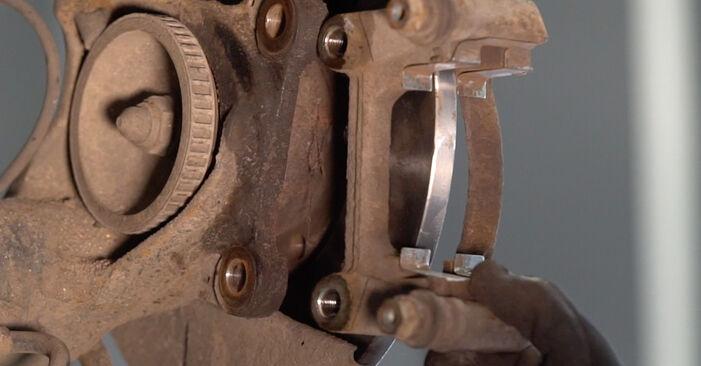 À quel point est-il difficile de le faire soi-même : télécharger le guide illustré pour le changement de Disques De Frein sur VW T4 Transporter 2.5 TDI 1996