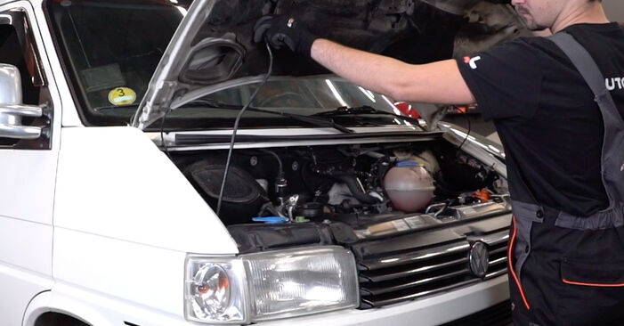 Wie Bremsbeläge VW T4 Transporter 2.5 TDI 1990 tauschen - Kostenlose PDF- und Videoanleitungen