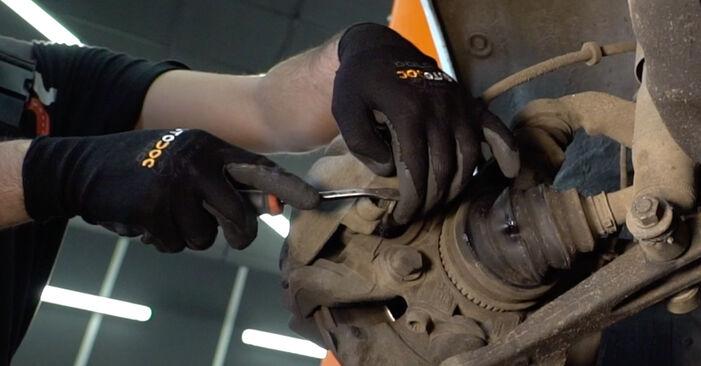 Wie schwer ist es, selbst zu reparieren: Bremsbeläge VW T4 Transporter 2.5 TDI 1996 Tausch - Downloaden Sie sich illustrierte Anleitungen