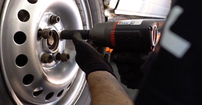 Wie schwer ist es, selbst zu reparieren: Bremsscheiben VW T4 Transporter 2.5 TDI 1996 Tausch - Downloaden Sie sich illustrierte Anleitungen