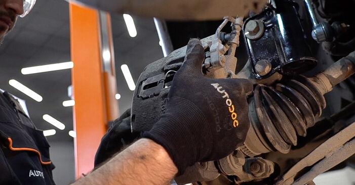 MERCEDES-BENZ VITO 110 TD 2.3 (638.174) Bremsscheiben ausbauen: Anweisungen und Video-Tutorials online