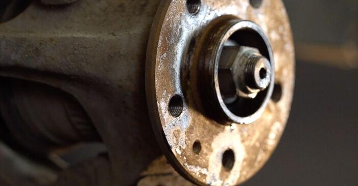 Bremsscheiben Mercedes W638 Bus 110 TD 2.3 (638.174) 1998 wechseln: Kostenlose Reparaturhandbücher