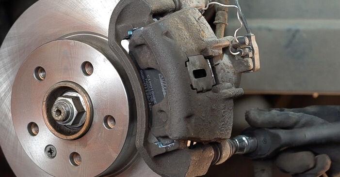 Schritt-für-Schritt-Anleitung zum selbstständigen Wechsel von Mercedes W638 Bus 2001 108 D 2.3 (638.164) Bremsscheiben