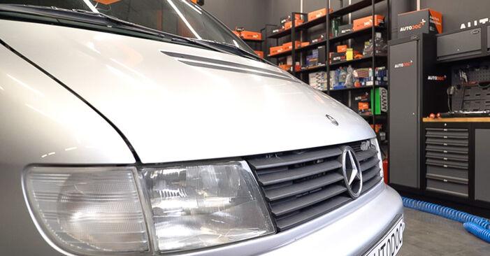 Wie schwer ist es, selbst zu reparieren: Bremsscheiben Mercedes W638 Bus 113 2.0 (638.114, 638.194) 2002 Tausch - Downloaden Sie sich illustrierte Anleitungen