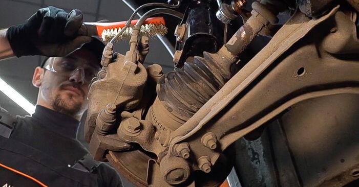Bremsscheiben beim MERCEDES-BENZ VITO 112 CDI 2.2 (638.194) 2003 selber erneuern - DIY-Manual