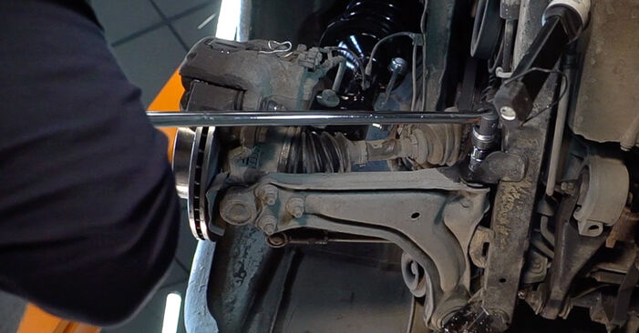 MERCEDES-BENZ VITO 108 CDI 2.2 (638.194) Control Arm replacement: online guides and video tutorials
