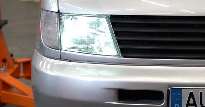 Comment changer Phare Avant sur MERCEDES-BENZ VITO Autobus/Autocar (638) 2000 - trucs et astuces