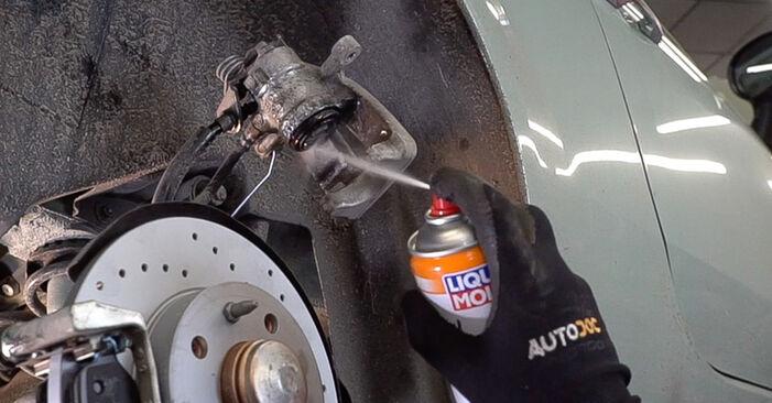 Steg-för-steg-rekommendationer för att byta Fiat 500 312 2020 1.2 LPG Bromsbelägg på egen hand