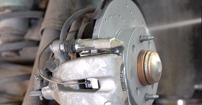 Så byter du FIAT 500 (312) 1.2 2008 Bromsbelägg – manualer och videoguider att följa steg för steg