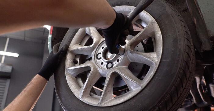 Så tar du bort FIAT 500 1.2 LPG 2011 Bromsbelägg – instruktioner som är enkla att följa online