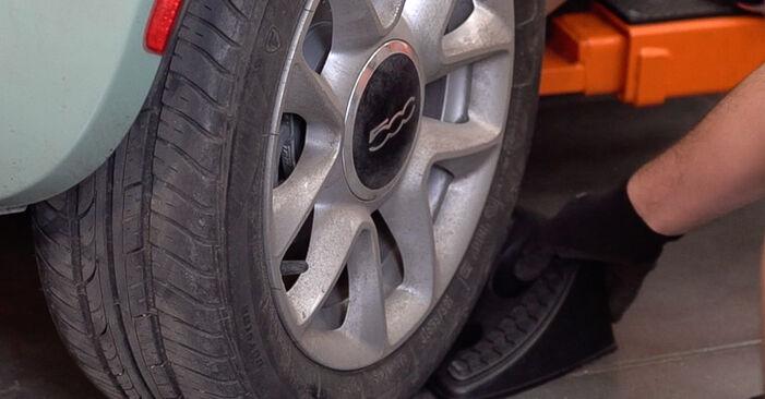 FIAT 500 2014 Bromsbelägg utbytesmanual att följa steg för steg