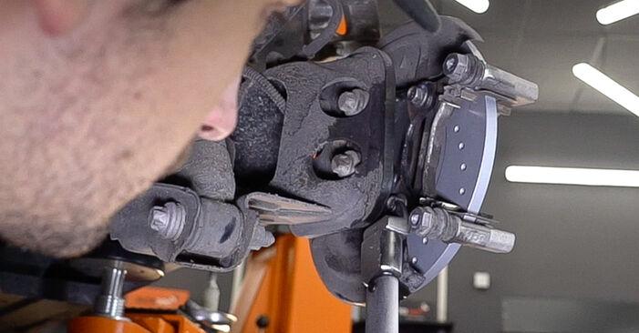 Hoe FIAT 500 1.2 LPG 2011 Remschijven verwijderen – online eenvoudige instructies