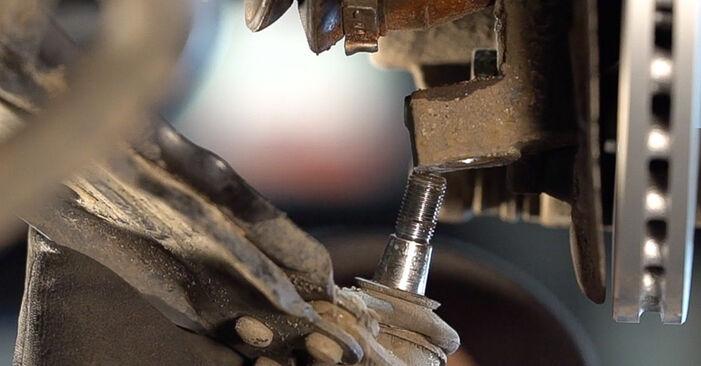 Tausch Tutorial Querlenker am FIAT Doblo Cargo (223_) 2012 wechselt - Tipps und Tricks