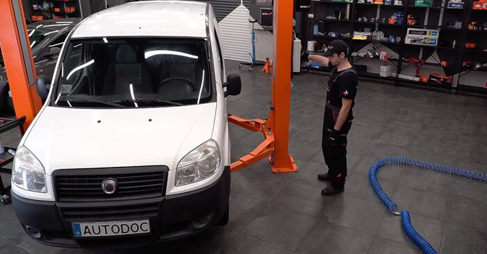 Fiat Doblo Cargo 1.3 D Multijet 2003 Control Arm replacement: free workshop manuals