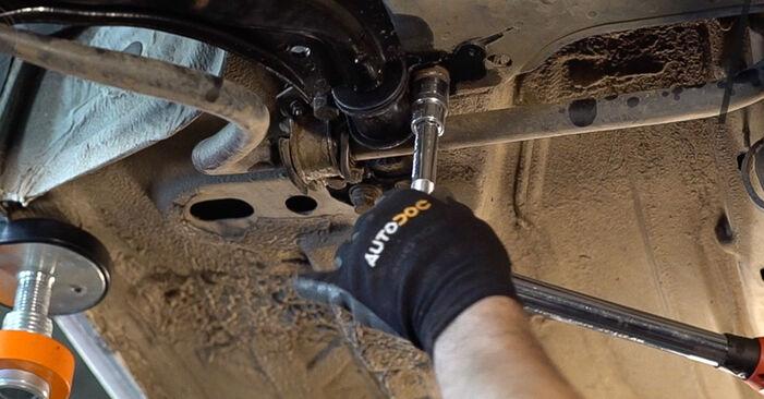 Querlenker beim FIAT DOBLO 1.3 JTD 16V Multijet 2007 selber erneuern - DIY-Manual