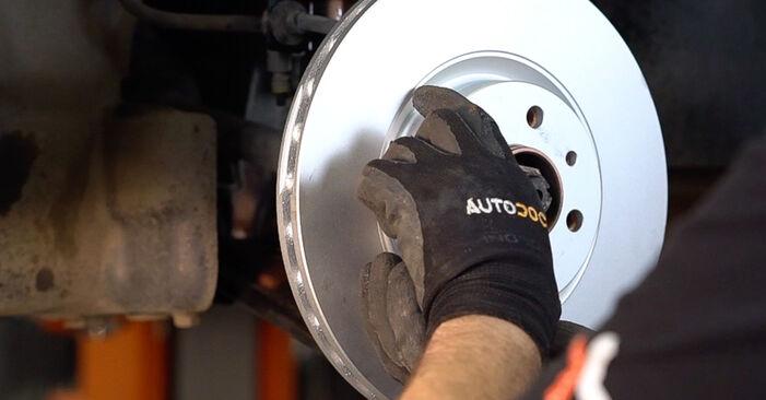 Wie FIAT BRAVA 1.4 LPG 2010 Bremsscheiben ausbauen - Einfach zu verstehende Anleitungen online