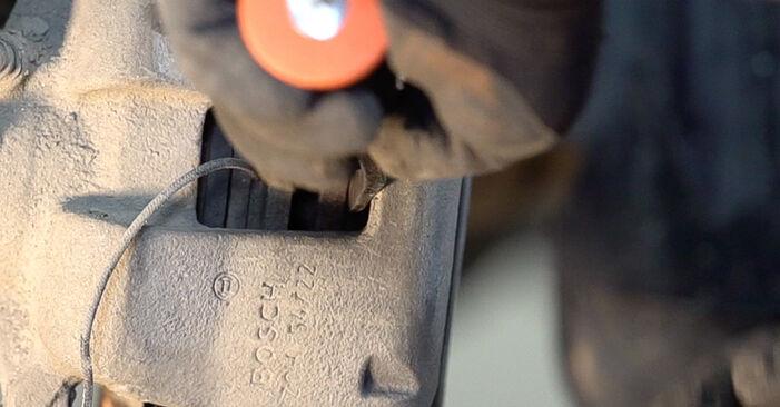 Bremsscheiben beim FIAT BRAVA 1.6 D Multijet 2013 selber erneuern - DIY-Manual