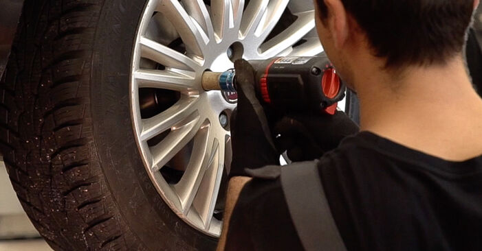 Changing Brake Pads on FIAT BRAVO II (198) 1.4 T-Jet 2009 by yourself