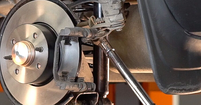 How to change Wheel Bearing on FIAT BRAVO II (198) 2018 - tips and tricks