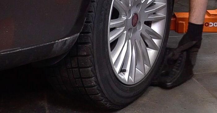 Hoe FIAT BRAVA 1.4 LPG 2010 Draagarm wisselen - online eenvoudige handleiding