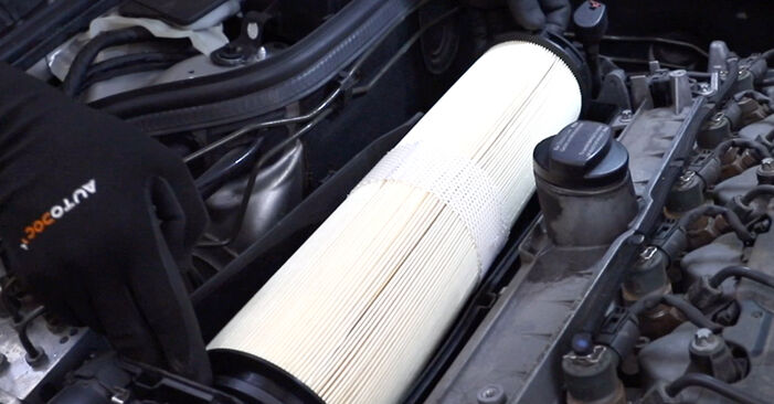 E-Class Saloon (W211) E 280 CDI 3.0 (211.020) 2005 Air Filter DIY replacement workshop manual