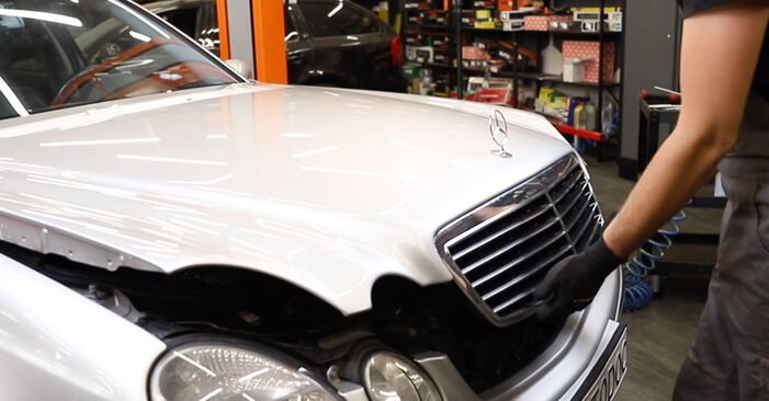 How to remove MERCEDES-BENZ E-CLASS E 280 CDI 3.0 (211.020) 2006 Air Filter - online easy-to-follow instructions
