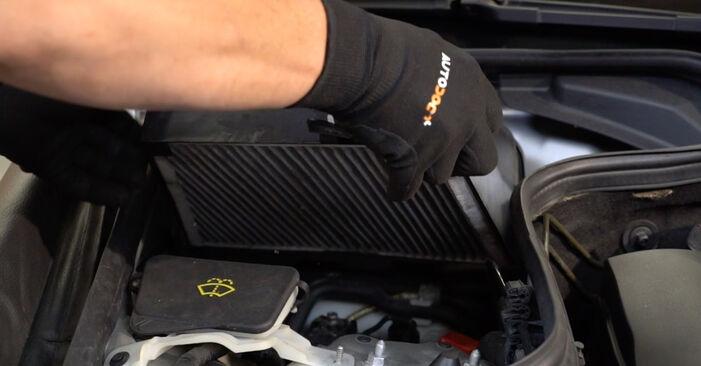 Mercedes W211 E 270 CDI 2.7 (211.016) 2004 Oro filtras, keleivio vieta keitimas: nemokamos remonto instrukcijos