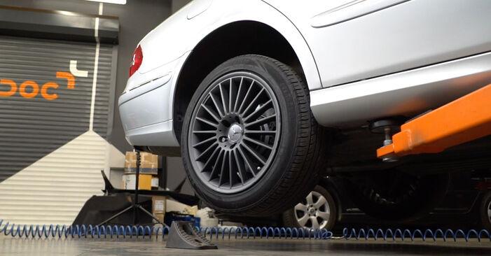 Jak wymienić MERCEDES-BENZ Klasa E Sedan (W211) E 220 CDI 2.2 (211.006) 2003 Wahacz - instrukcje krok po kroku i filmiki instruktażowe