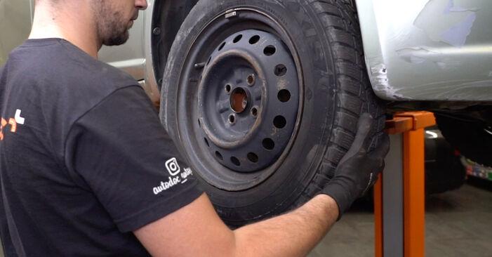 Bremsbeläge am TOYOTA Yaris Schrägheck (_P1_) 1.3 4WD (NCP15) 2004 wechseln – Laden Sie sich PDF-Handbücher und Videoanleitungen herunter