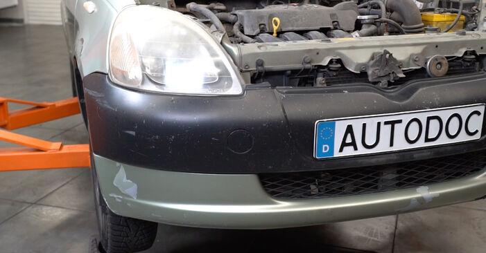 Bremsbeläge Toyota Yaris p1 1.3 (SCP12_) 2001 wechseln: Kostenlose Reparaturhandbücher